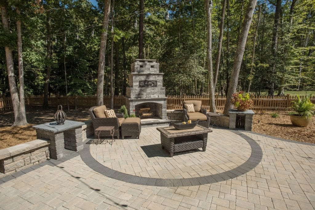 Glen Allen grounds patio and fireplace